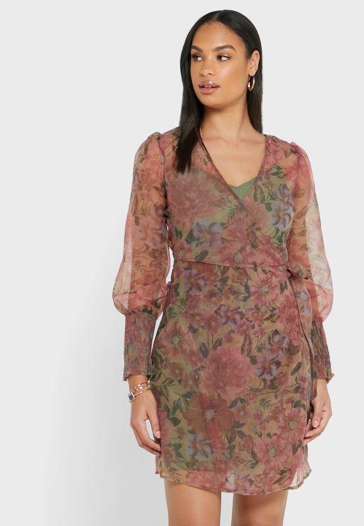 فستان بطبعات ازهار واكمام شبكية