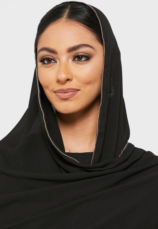 وشاح بحواف مطرزة