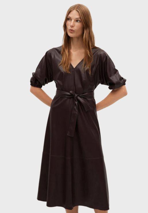 فستان جلد مع حزام خصر