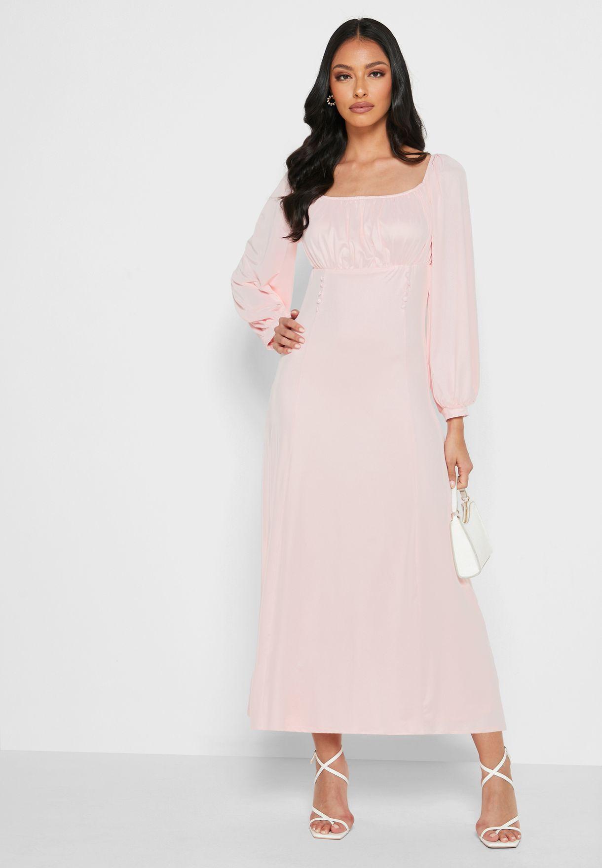 فستان طويل بأكمام واسعة