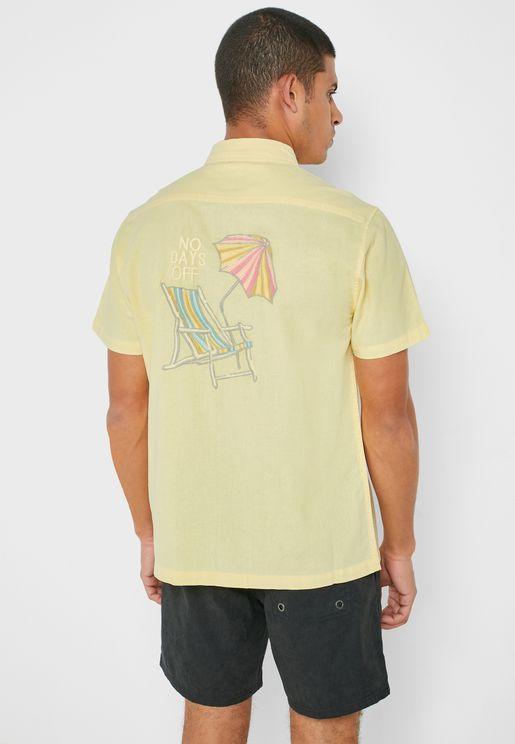 قميص مزين بتطريز في الخلف