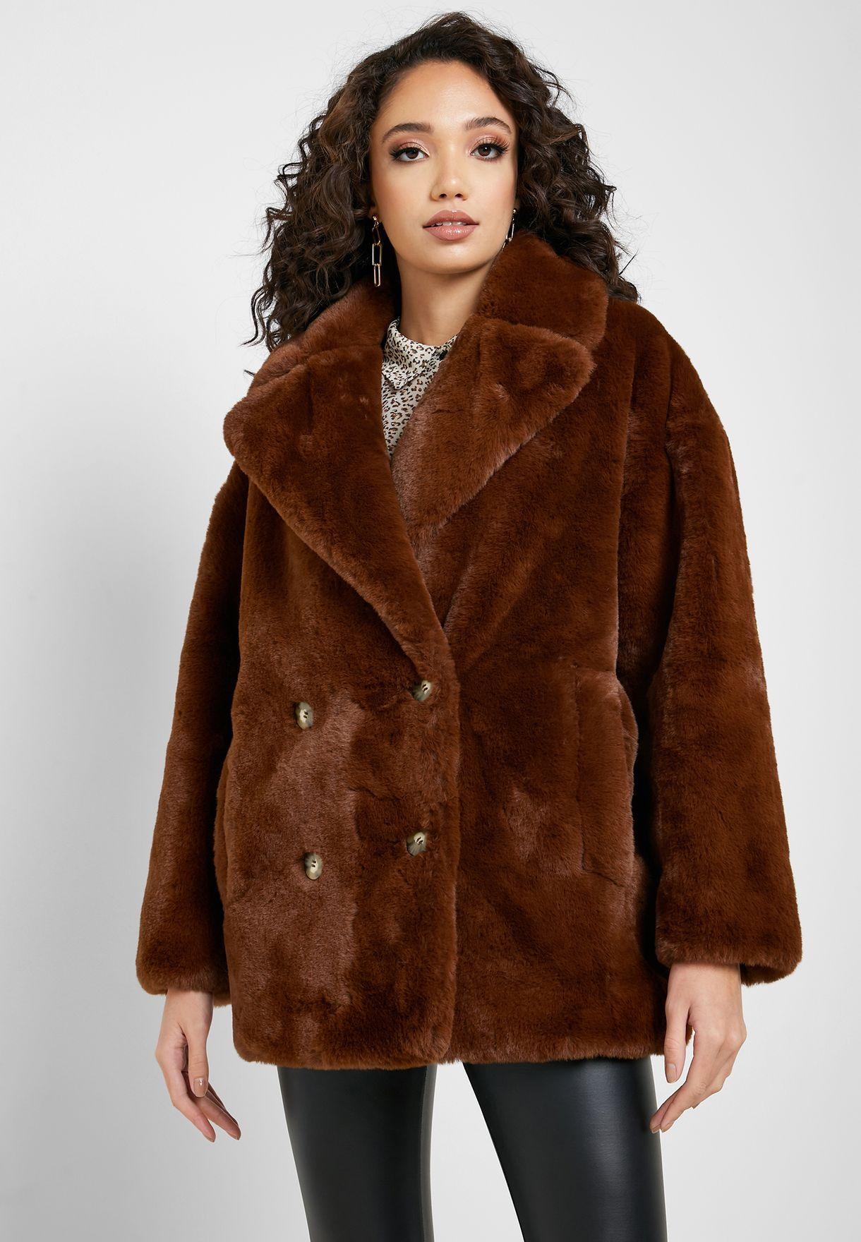 معطف فرو بأزرار مزدوجة