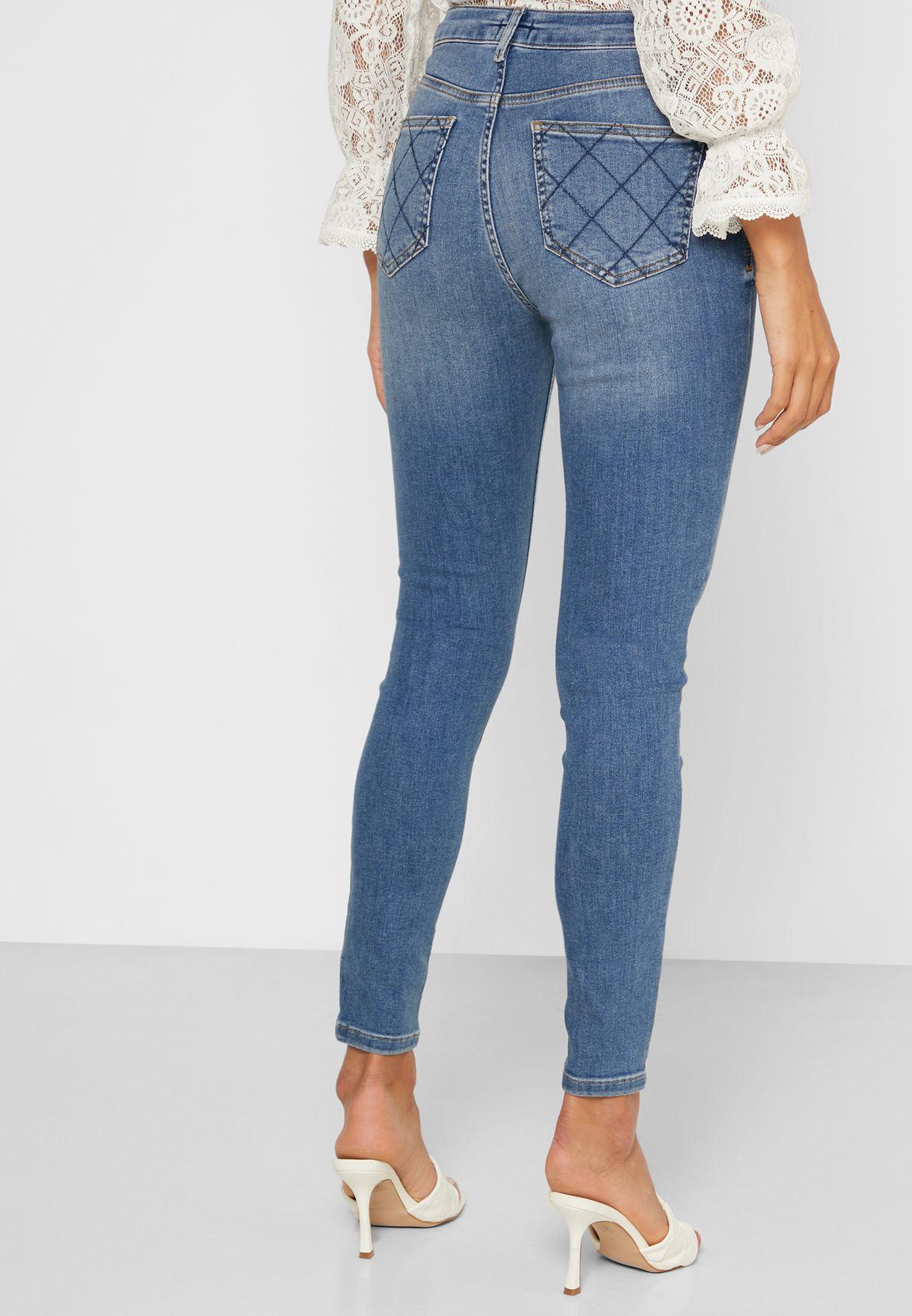 جينز بنمط باهت