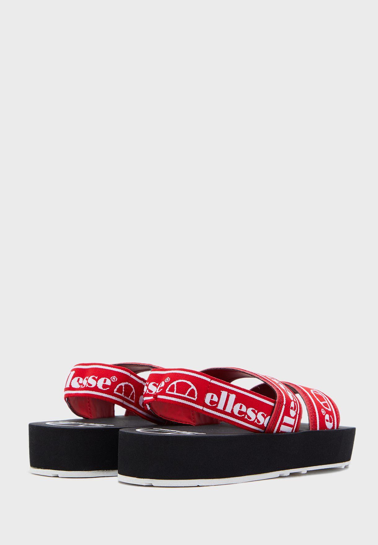 حذاء بسيور