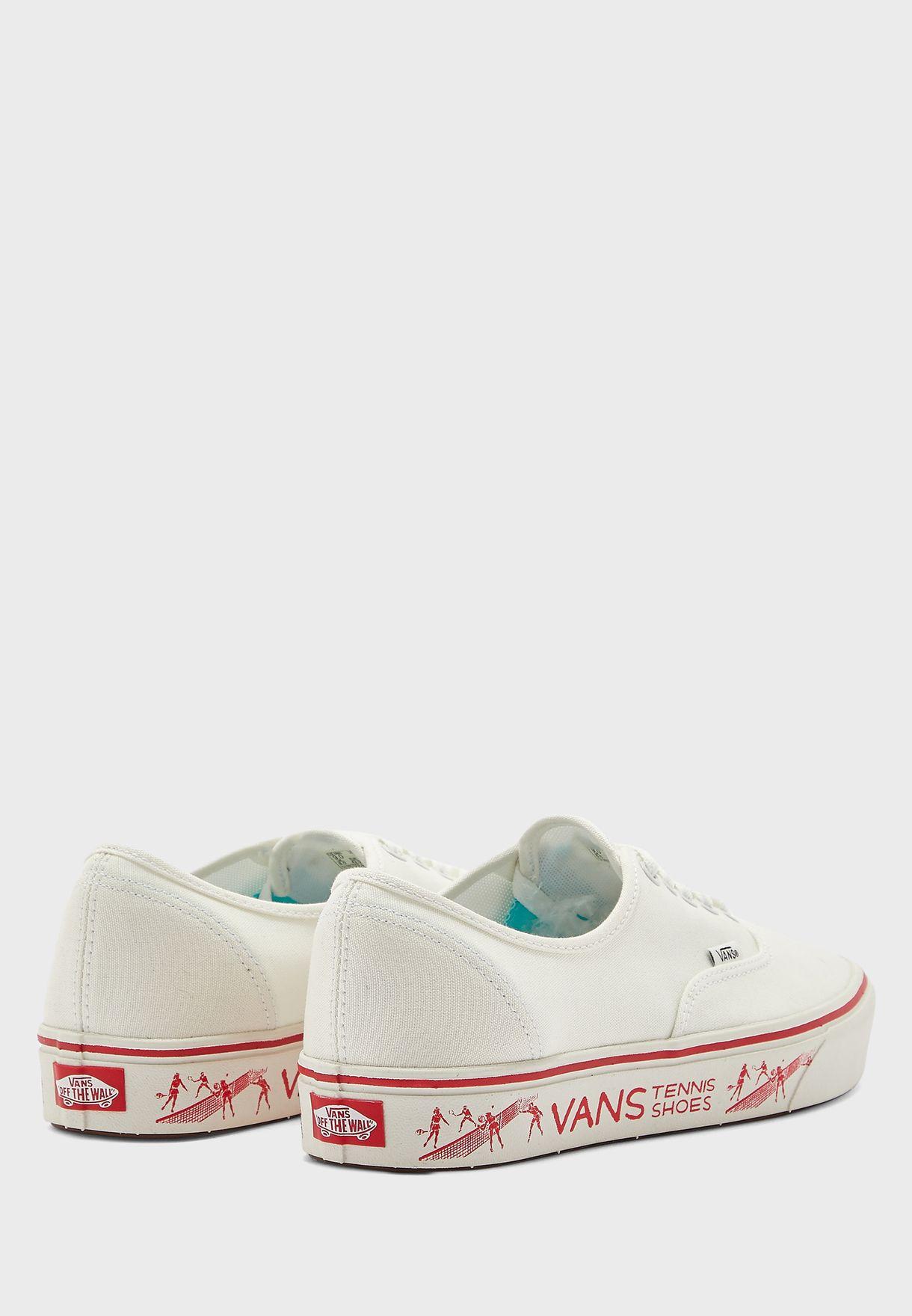 حذاء بحافة مطبعة
