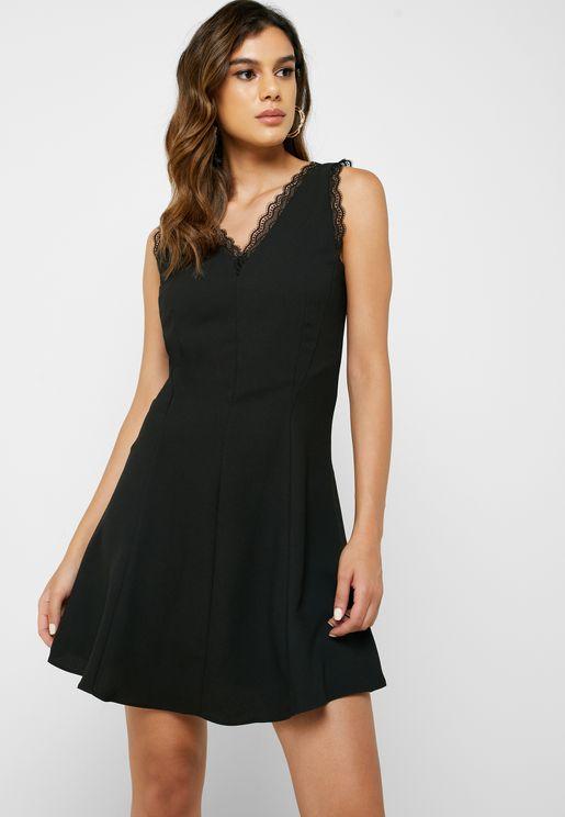 فستان سكاتر بحواف دانتيل