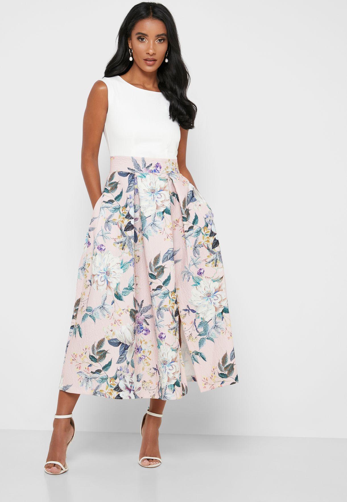 فستان مطبع بحافة واسعة