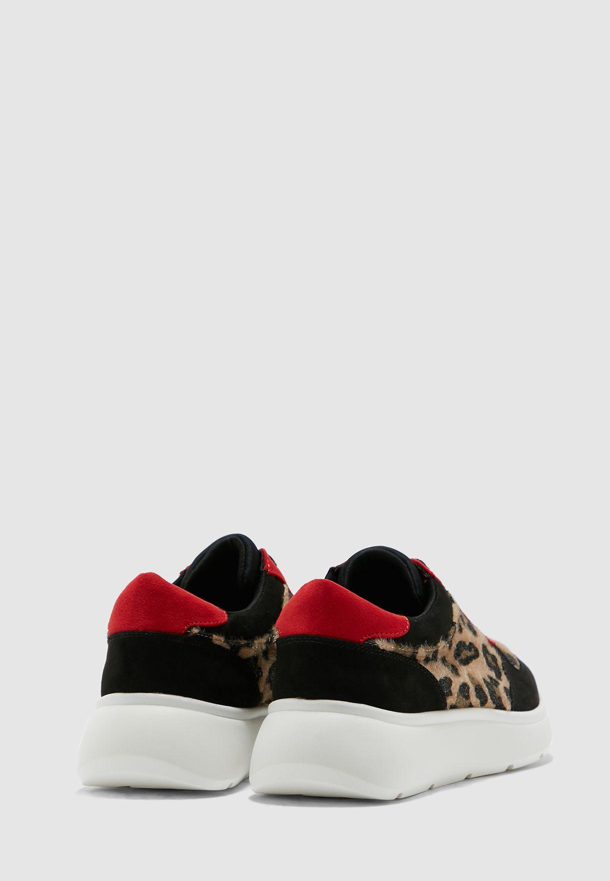 حذاء سنيكر مطبع