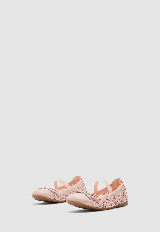 حذاء باليرينا مزين بفتحات