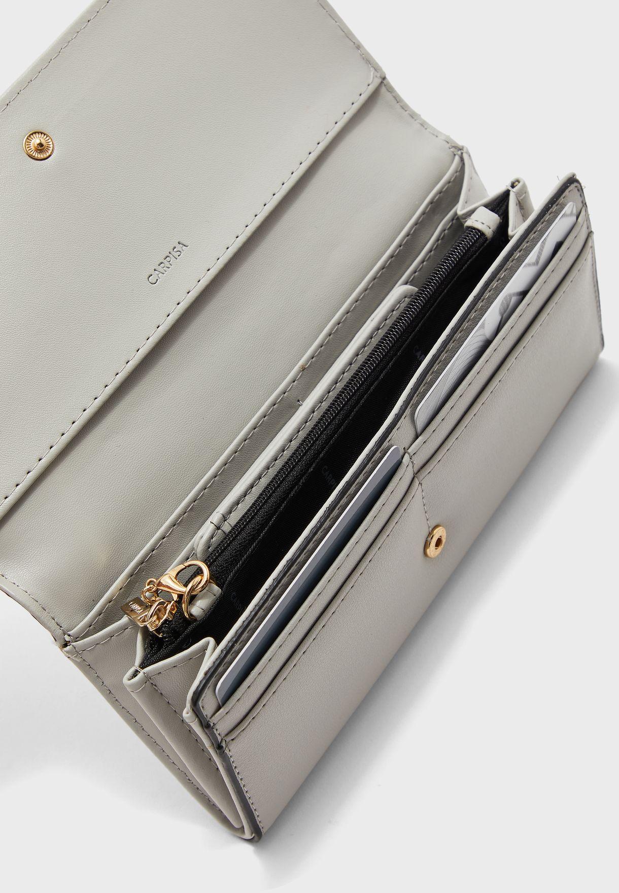 محفظة مزينة بدبابيس