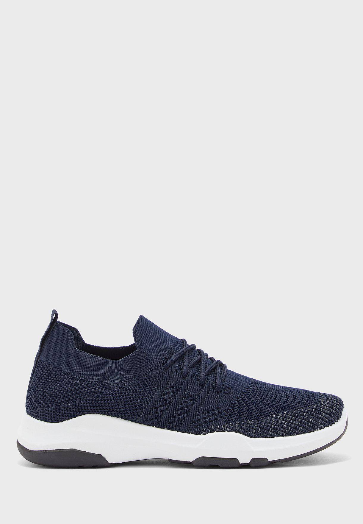 حذاء سنيكرز بنمط جورب
