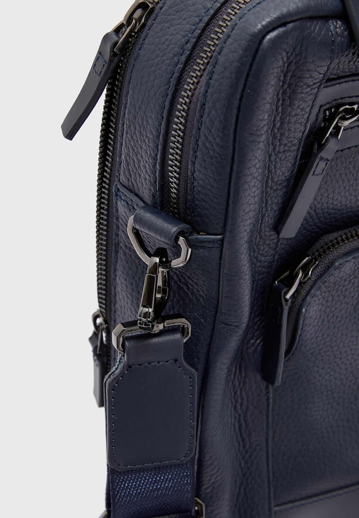 Avior Messenger Bag