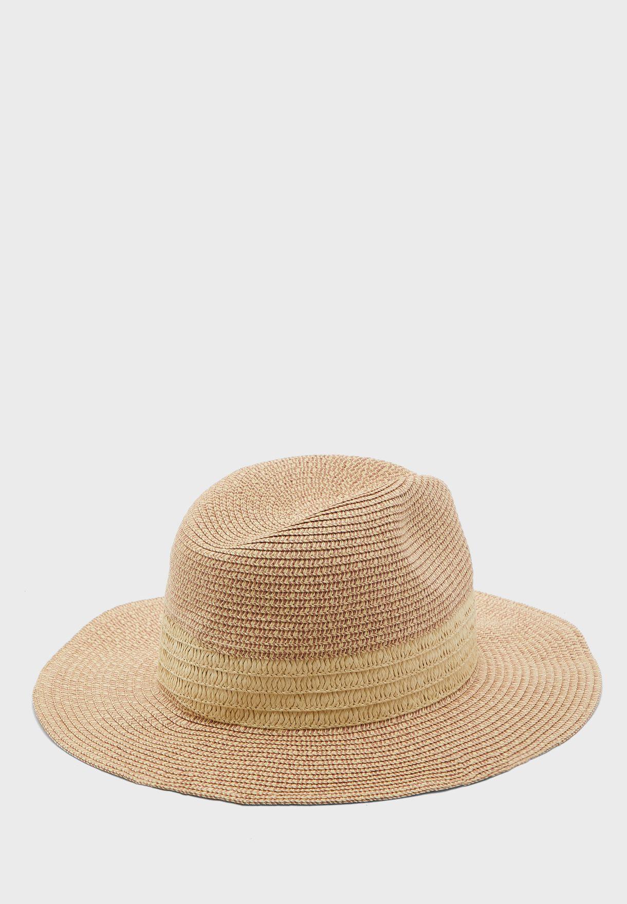 قبعة قش انيقة