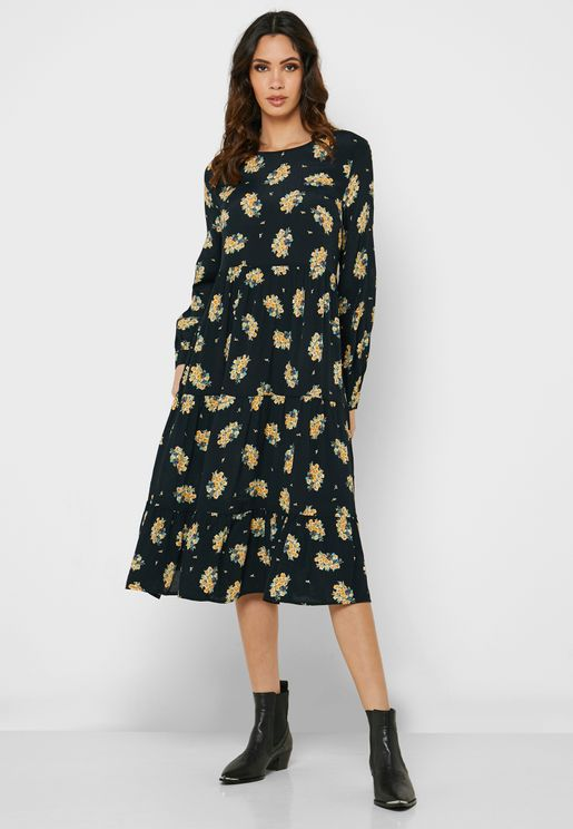 فستان بطيات وطبعات ازهار