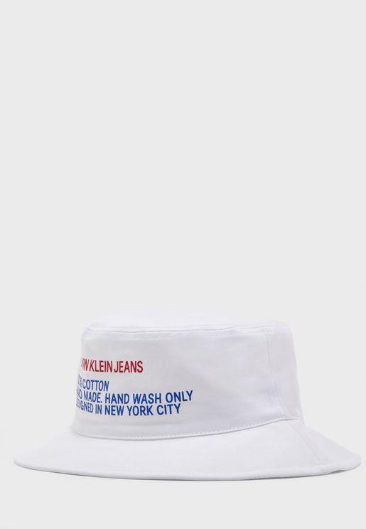 قبعة بطبعة كتابة
