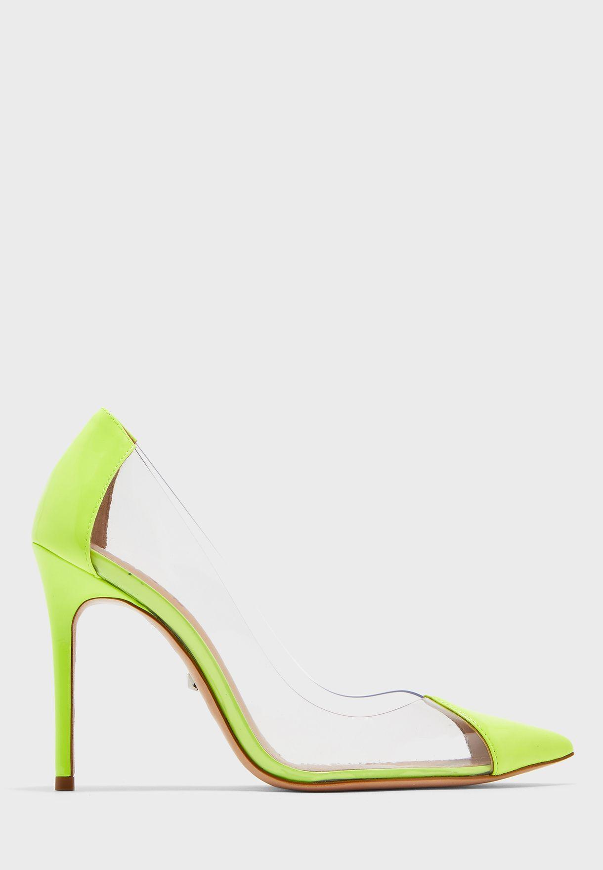 حذاء شفاف بمقدمة مدببة