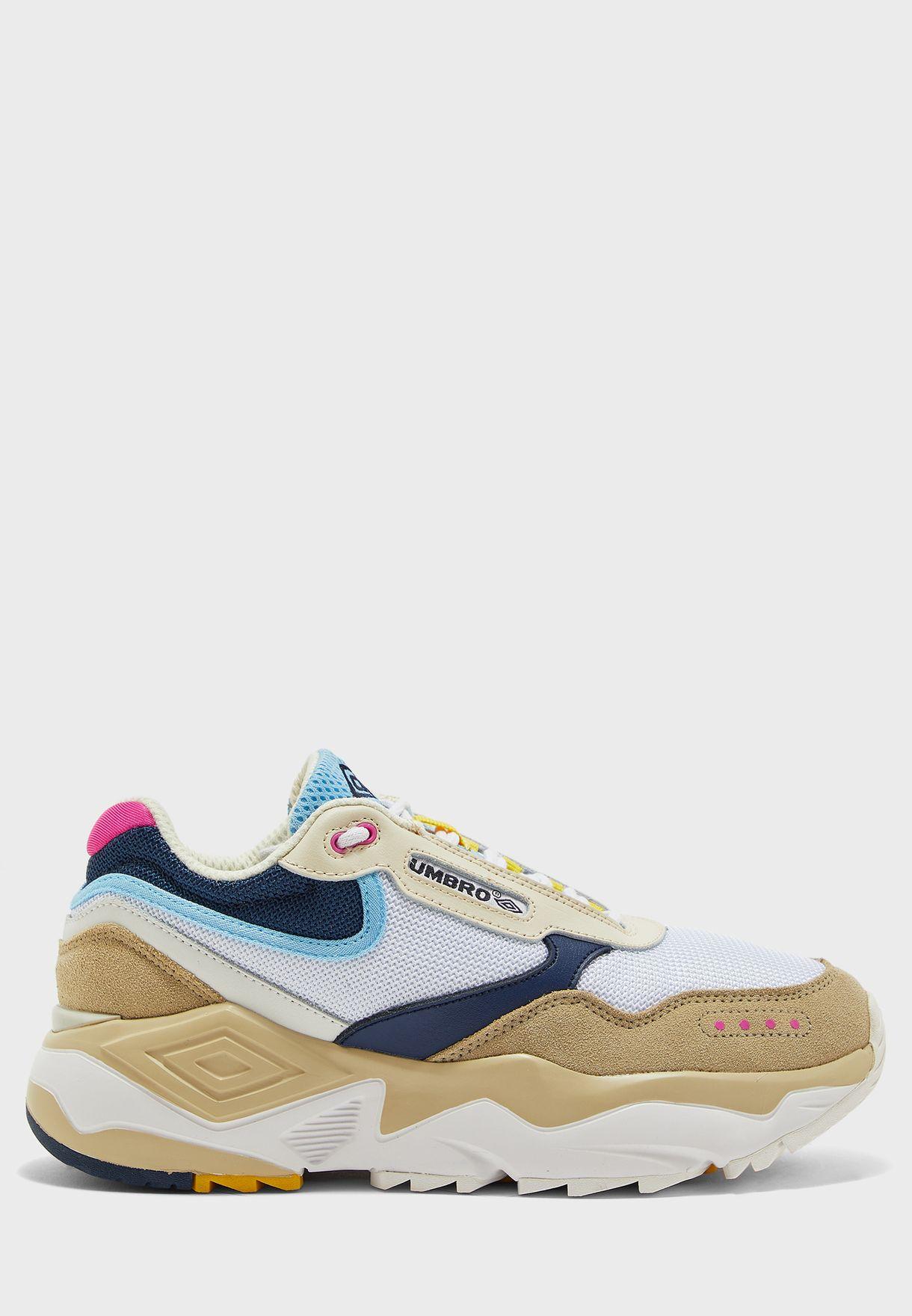 umbro walking shoes