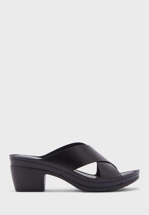 حذاء بكعب ويدج عالي