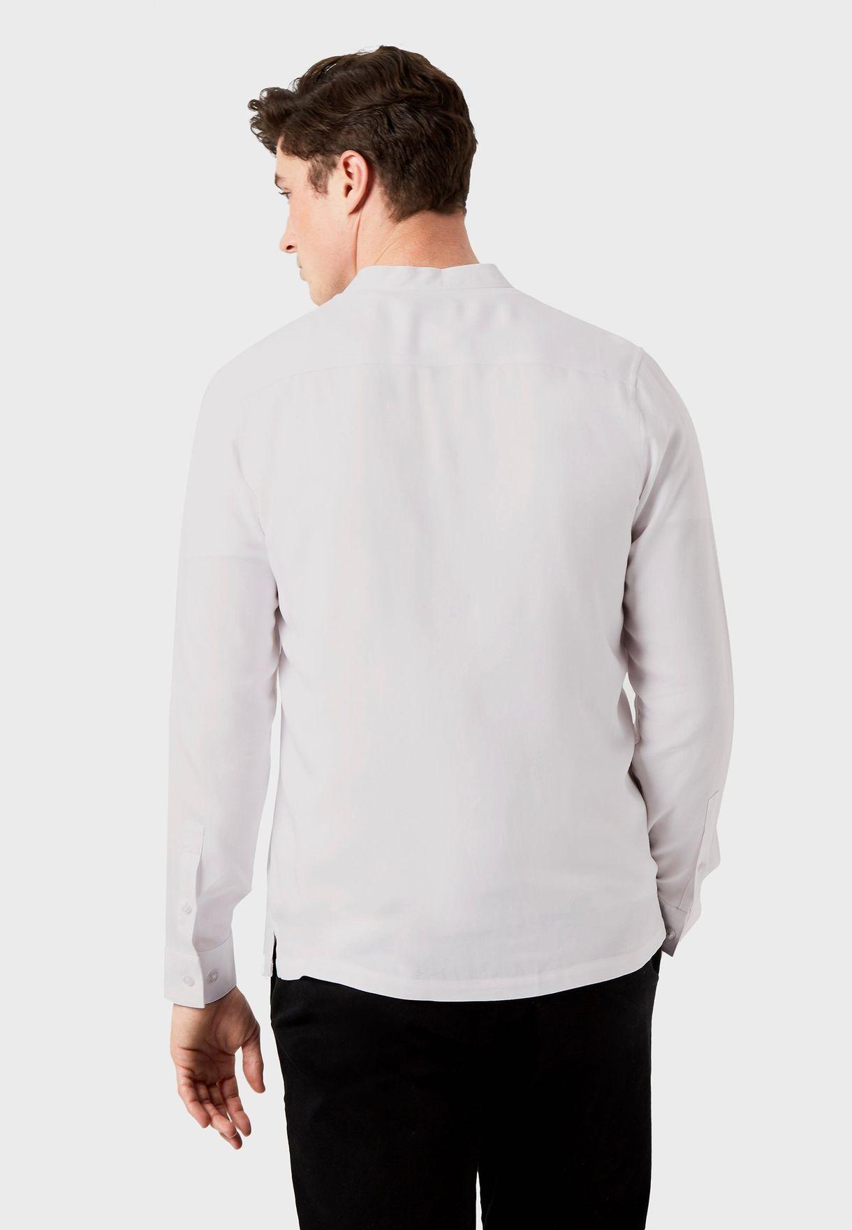قميص بياقة عالية