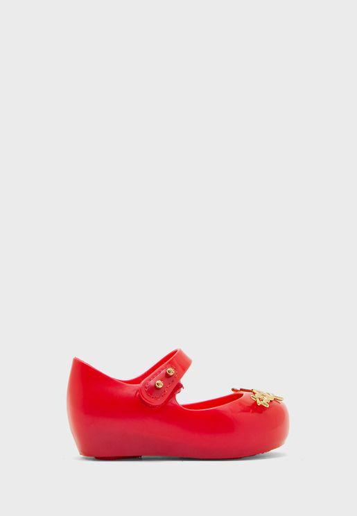 حذاء مزين بنجوم