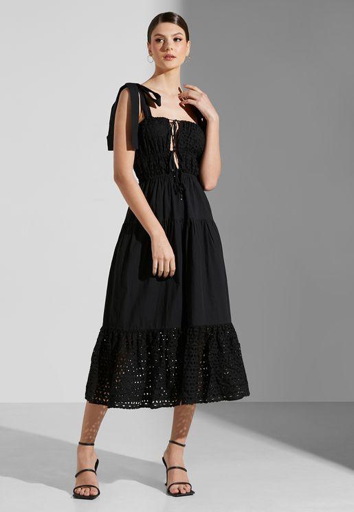 فستان بياقة مربعة واربطة علي الكتف