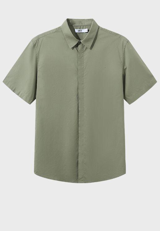 قميص بقصة مريحة