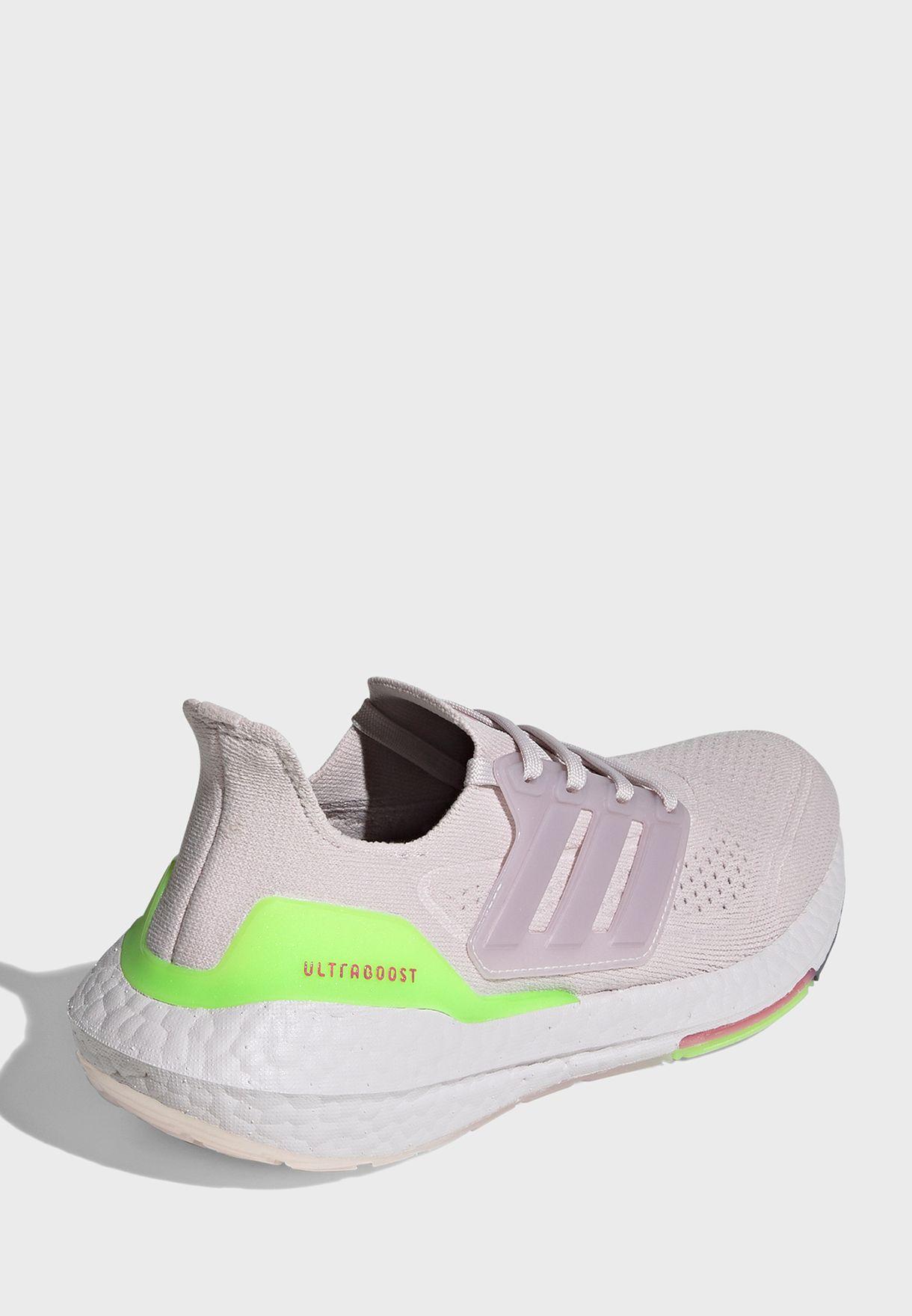 حذاء الترا بوست 21
