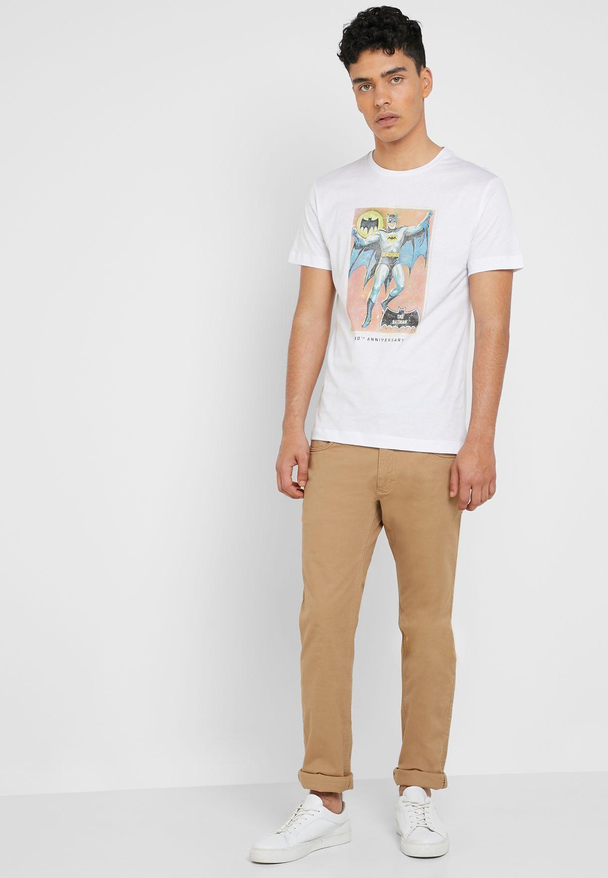 89e101a16 Shop Mango Man white Batman Crew Neck T-Shirt 430090861 for Men in ...