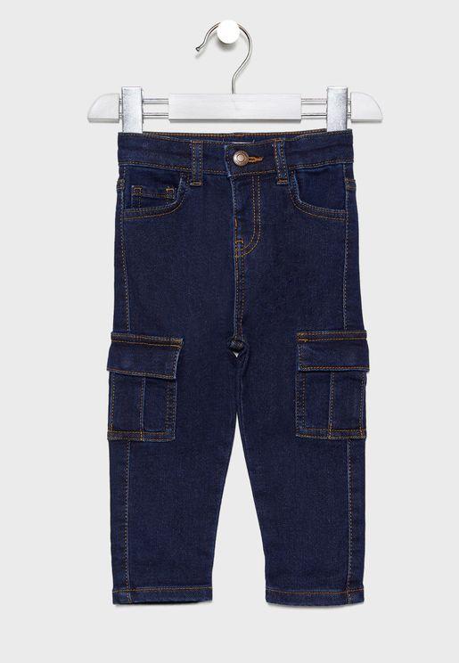 جينز بنمط كارغو