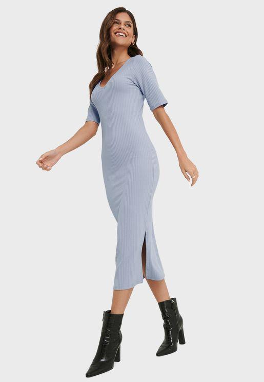 فستان بشق جانبي وياقة V