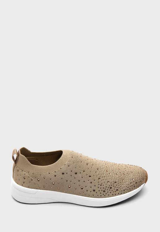 حذاء مزين بدبابيس لامعة