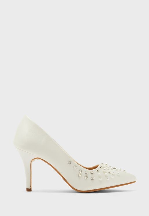 حذاء بلؤلؤ