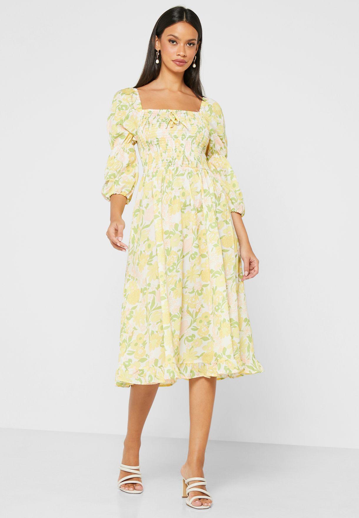 فستان ميدي بطبعات ازهار واجزاء مزمومة