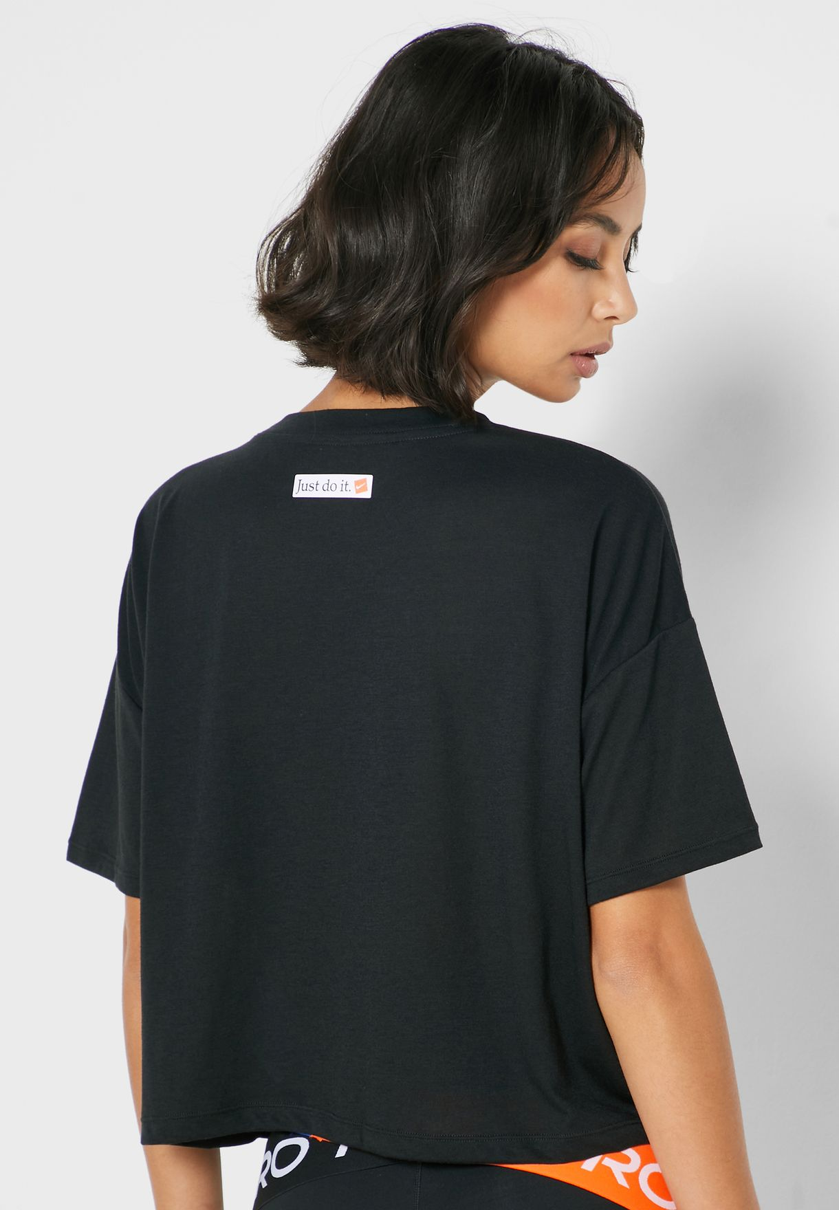 Buy Nike Black Icon Clash Graphic T-shirt For Women, Uae 72704at64zkp