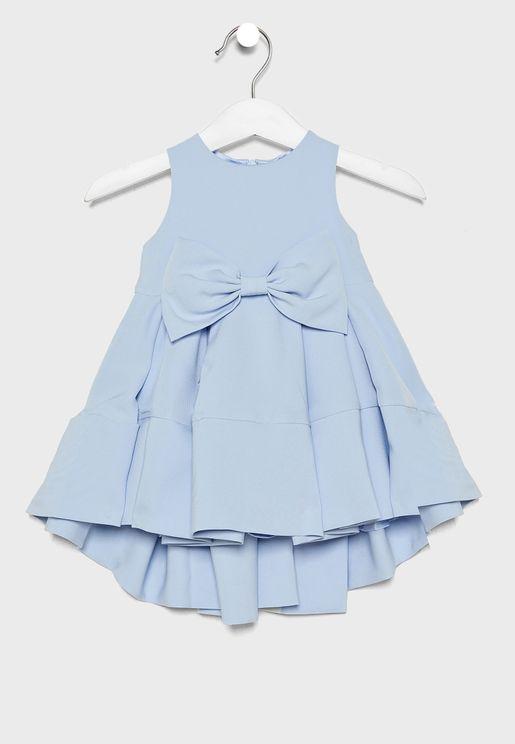 فستان بلا اكمام مزين بفيونكة