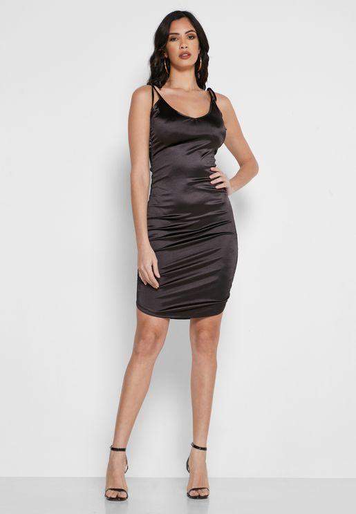 فستان بزمة على الجانبين