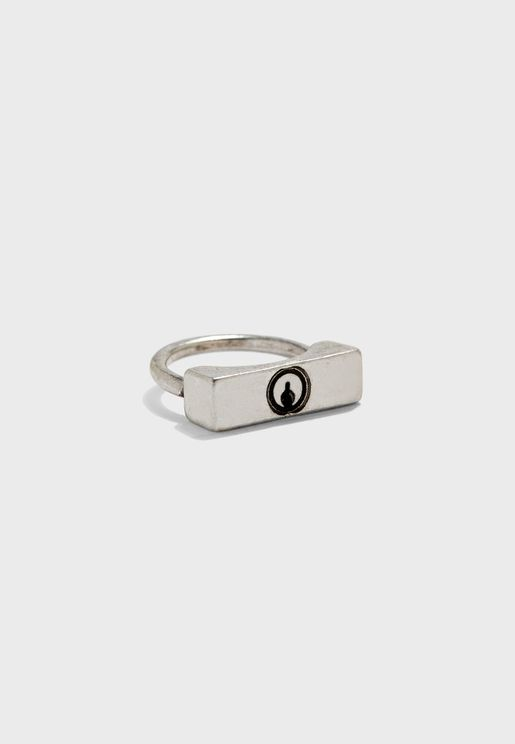 Kep Hole Detail Padlock Ring