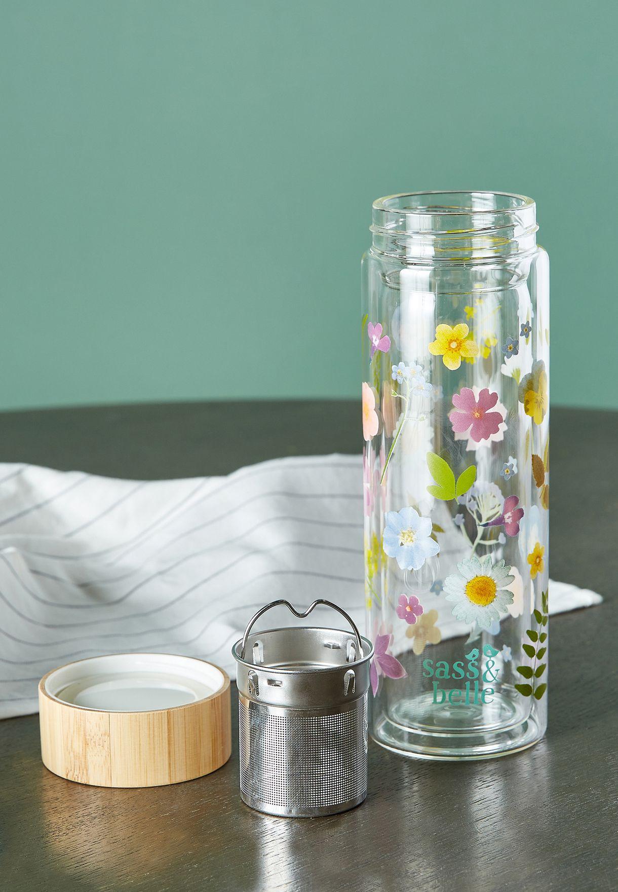 قنينة ماء الفواكة بأزهار مضغوطة