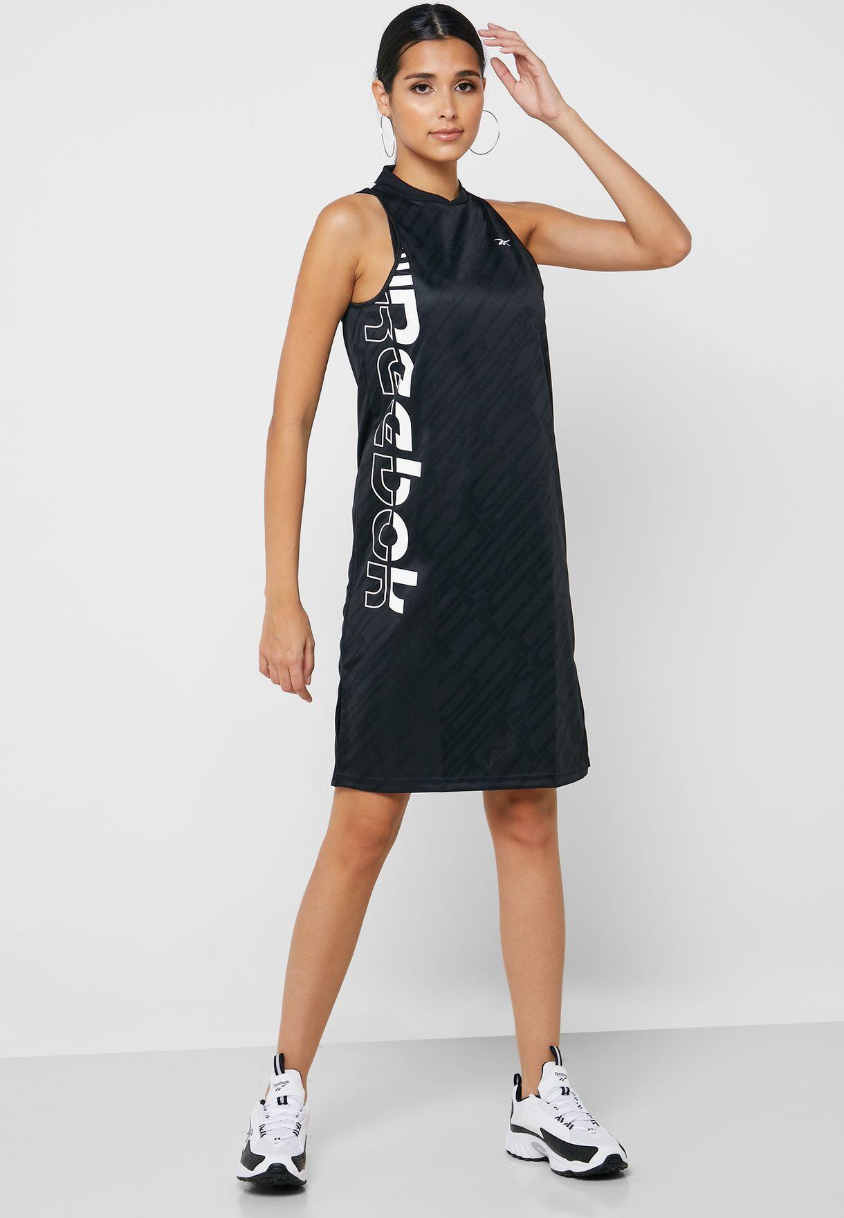 فستان بتقنية سبيدويك