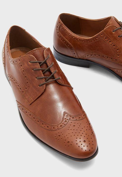 حذاء باربطة بنمط بورغ