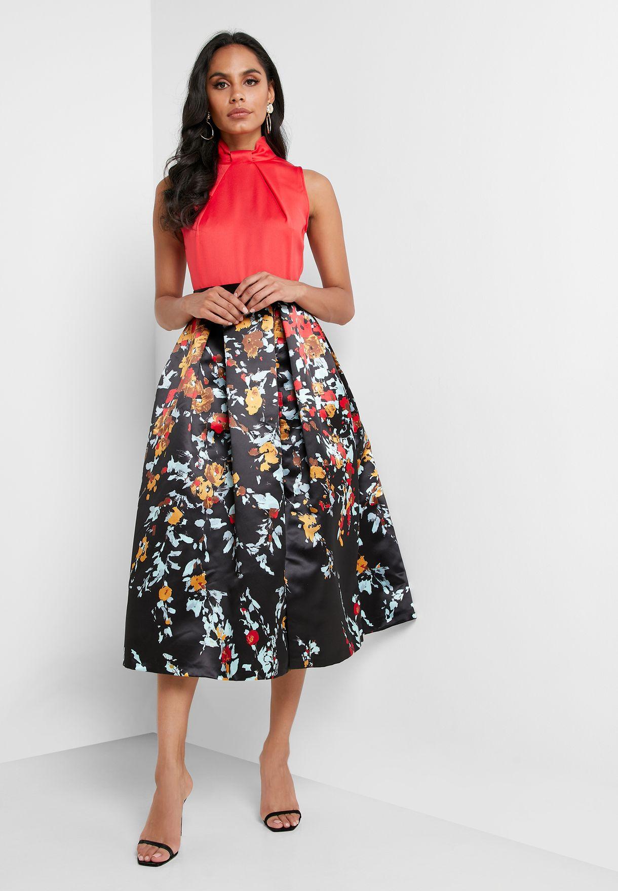 فستان مطبع بياقة كشكش