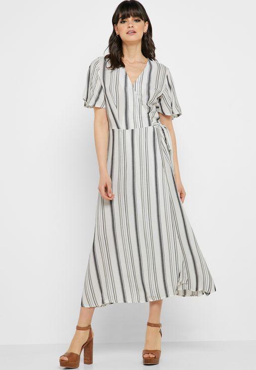 فستان مخطط بأربطة جانبية