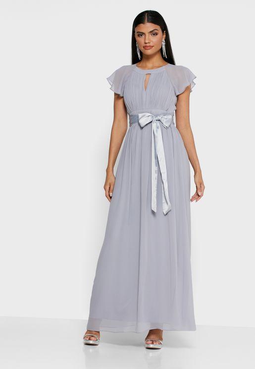 فستان بفتحة في الامام