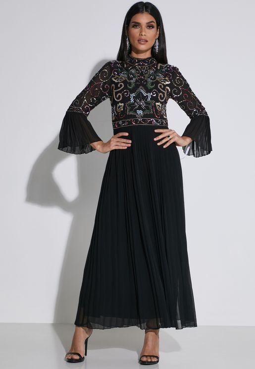 فستان باكمام ذات كسرات مرصع بترتر