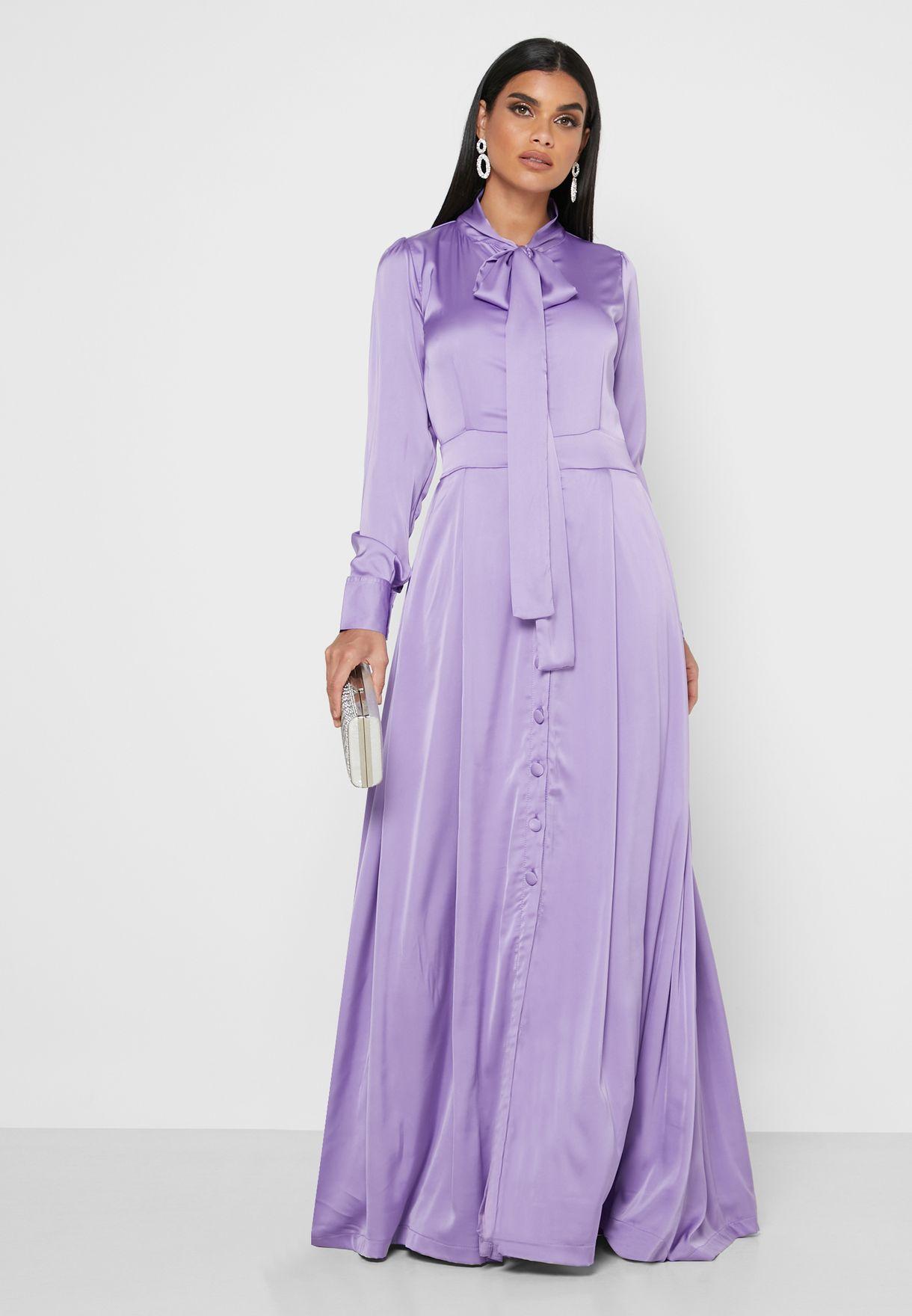 فستان ساتان ماكسي بأربطة عنق