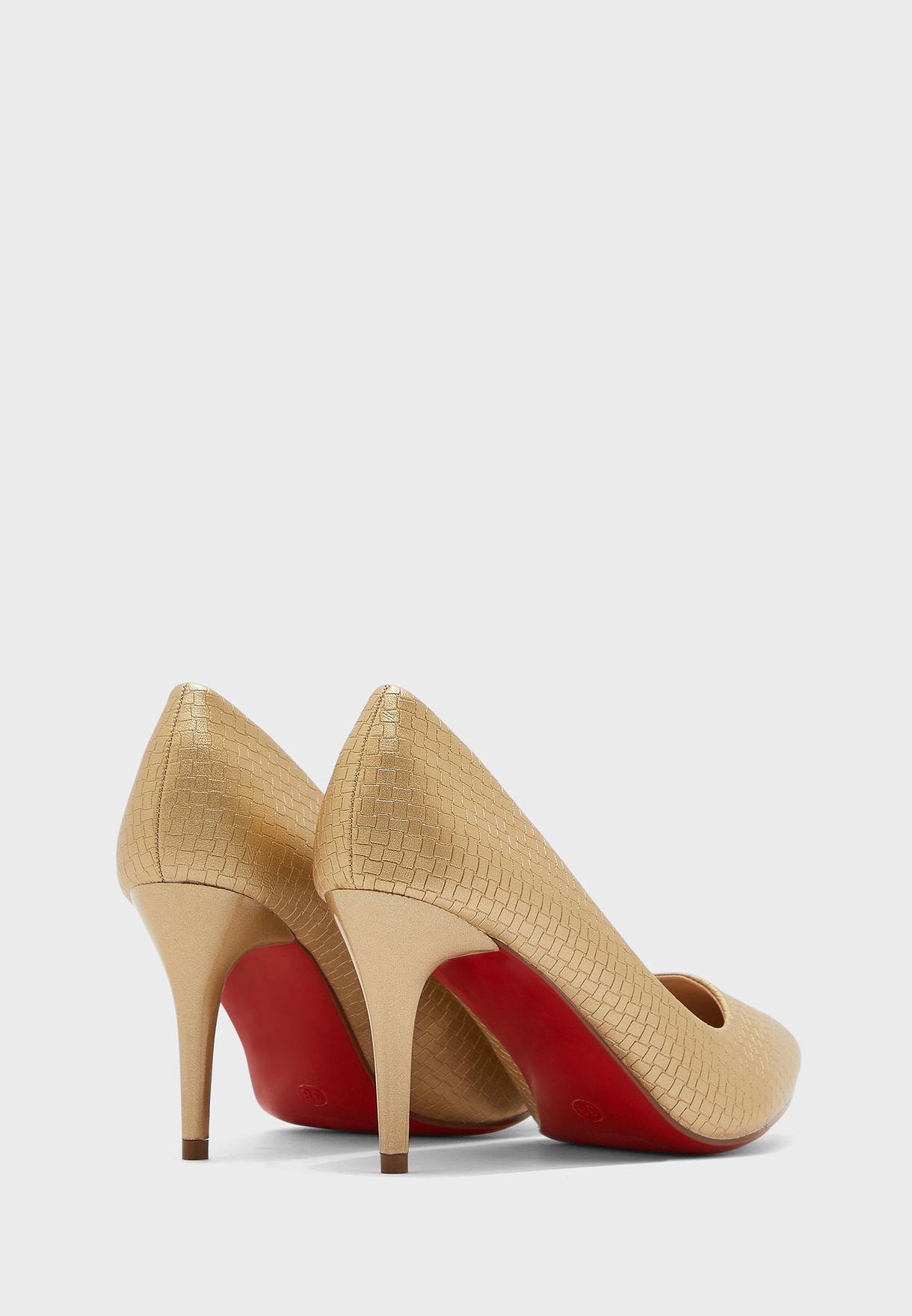 حذاء بكعب متوسط الطول