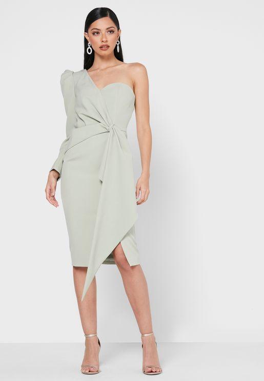 فستان بأكمام منفوشة واطراف غير متناظرة