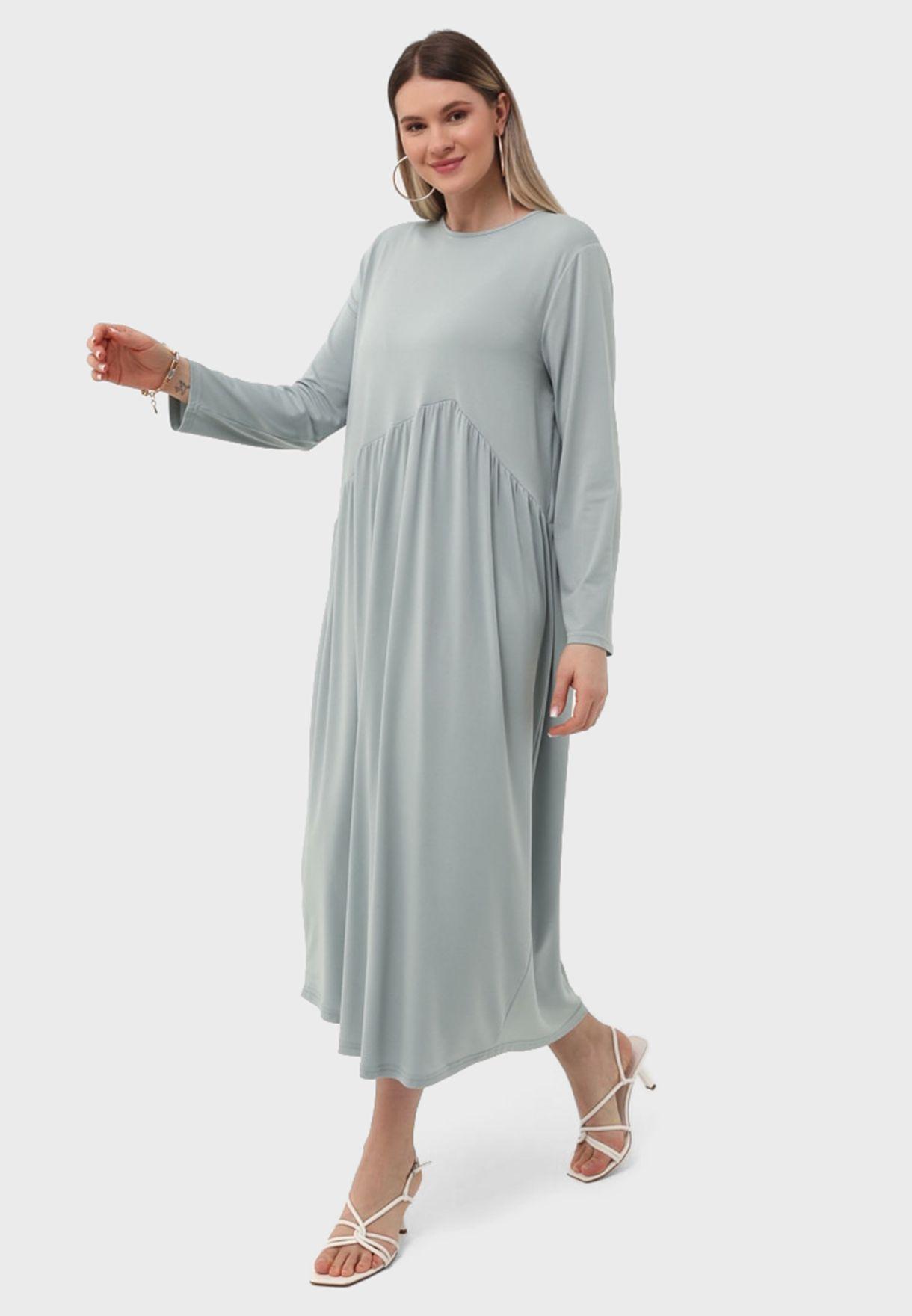 فستان بأطراف غير متماثلة الطول