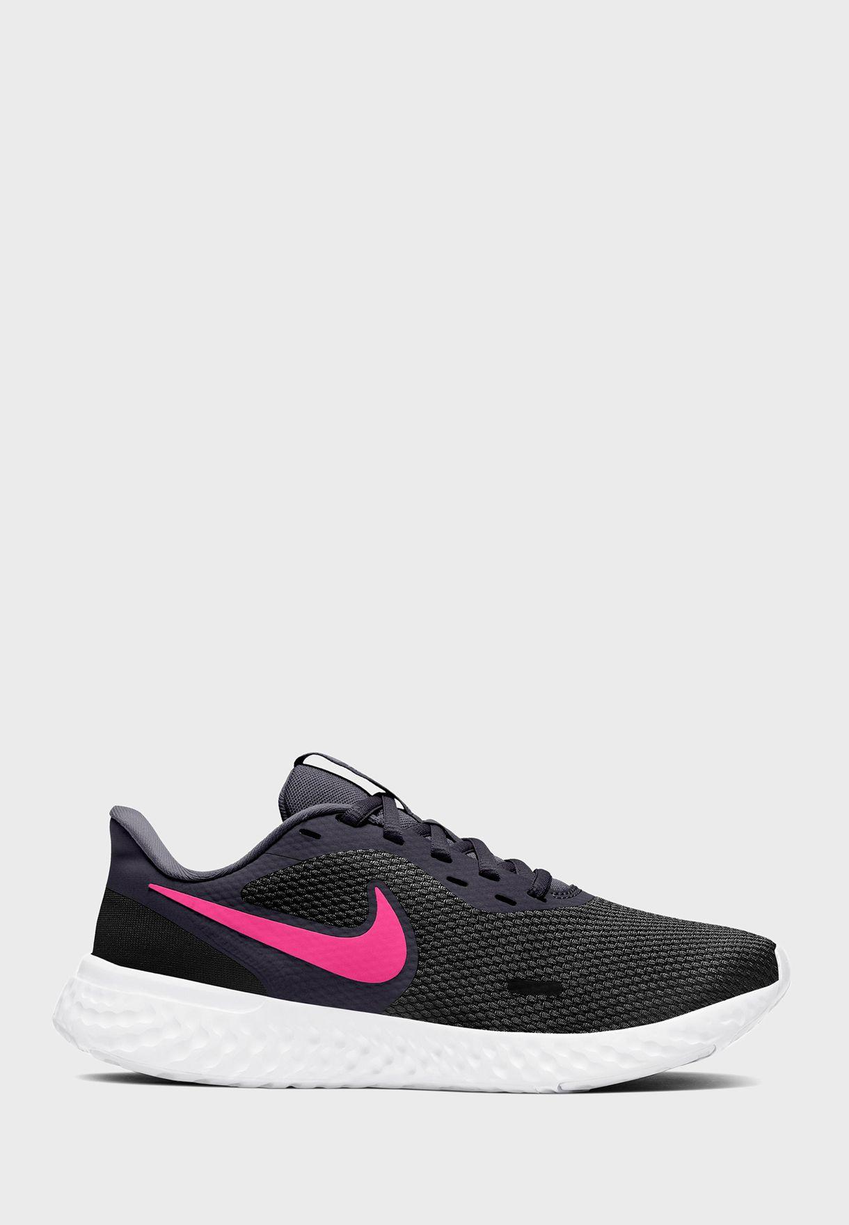 حذاء نايك ريفلوشن 5