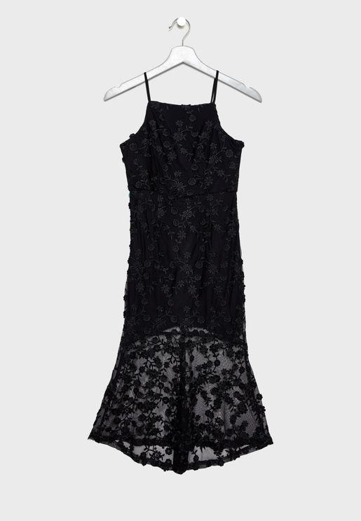 فستان شبكي مطرز